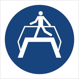 Obrazek dla kategorii Znak Nakaz przechodzenia pomostem (M23)