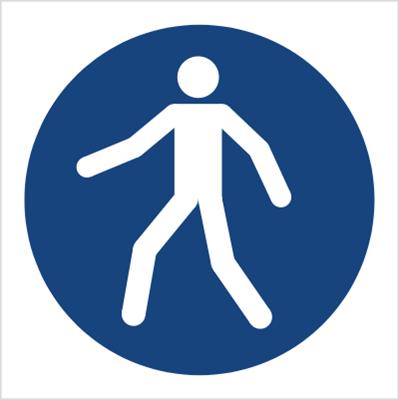 Znak Nakaz przechodzenia w oznakowanym miejscu (M24)