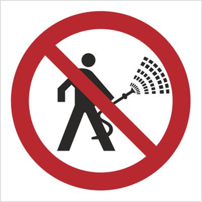 Znak Urządzenia pod napięciem. Zakaz polewania wodą (620)